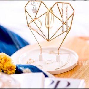 Coxet Wire Heart Ceramic Jewelry Holder FabFitFun